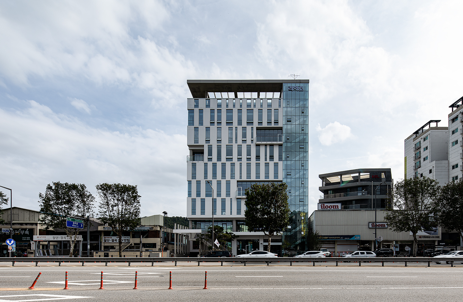 Rearth Headquarter Building: Photo 3